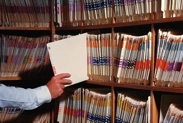 Должностная инструкция секретаря-делопроизводителя: профстандарт, разработка документа, права и обязанности сотрудника, ответственность