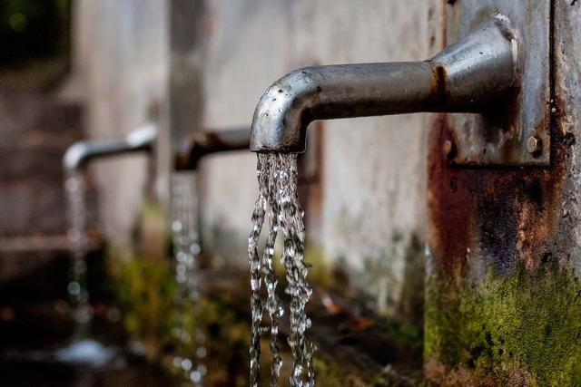 Норматив потребления воды на 1 человека без счетчика с 2021 г: как считать расход холодного и горячего водоснабжения по нормам, если нет ИПУ, как начисляется оплата?