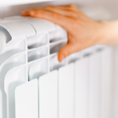 Когда отключили отопление в 2021 году весной, какого числа включат по графику осенью, как планируют даты, а также постановление о нормах температуры в квартирах
