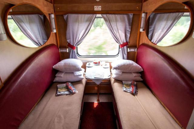 cВ-вагон в поезде РЖД: что это такое, как расшифровывается, как выглядит спальный тип внутри на фото, чем отличается от обычного купе, какие есть классы и билеты?