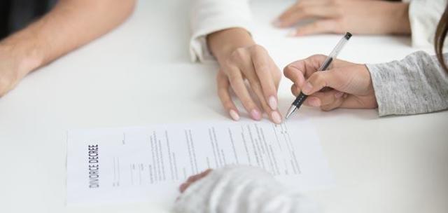 Как в одностороннем порядке отказаться от исполнения договора возмездного оказания услуг исполнителю и заказчику: можно ли по закону, порядок расторжения соглашения