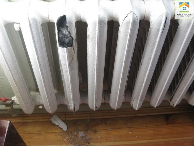 Потекла батарея отопления: что делать, если течет труба после отключения тепла в квартире, и кто должен ремонтировать и устранять прорыв, когда лопнул радиатор?