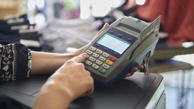 Обязанности продавца-консультанта непродовольственных товаров, в том числе магазина одежды: должностная инструкция этого работника, и что он должен делать?