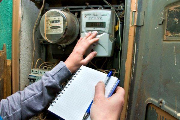 Порядок отключения электроэнергии за неуплату в 2021: процедура уведомления потребителей – физических лиц, также как по правилам отсрочить платеж за свет в квартире?