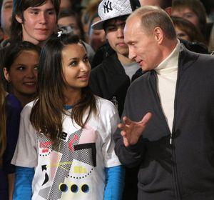 Написать на официальный сайт Путину В.В. письмо, обратиться лично в приемную главы России, и иные формы обращения с жалобой к президенту РФ Владимиру Владимировичу