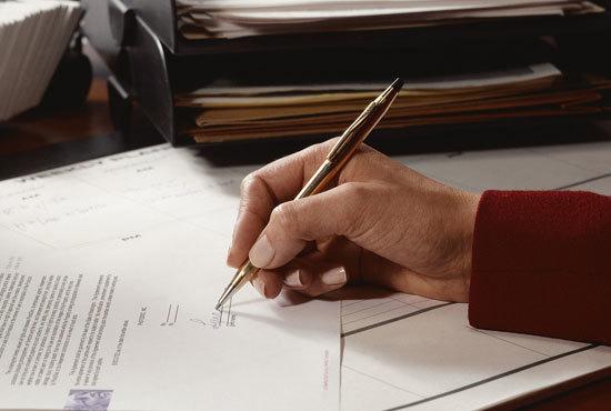 Оплата услуг по договору их оказания: порядок, подтверждающий документ, образец гарантийного письма, нарушения по ГК РФ, а также что делать, если не указан срок?