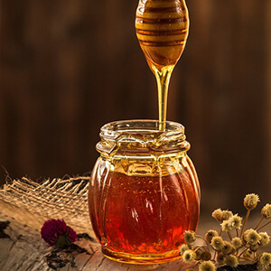 Как проверить качество меда пчелиного: как можно узнать это при покупке и определить в домашних условиях с помощью йода, также требования и показатели экспертизы